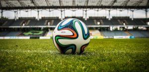 Piłka jest okrągła, bramki są dwie, a sumy ubezpieczeń piłkarzy… zawrotne!